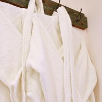 *〔天空〕爽やかなお部屋の雰囲気に合うホワイトのバスローブをご用意しております