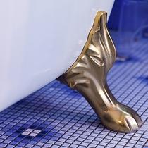*〔竜胆〕映画のワンシーンのような猫脚のバスタブ。温泉で身も心も非日常へと解き放っていただけます