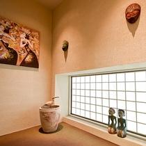 *館内にはバリをイメージした置物や装飾が。湯原温泉の中のバリを感じてみませんか