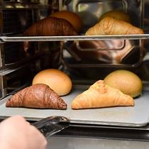 *〔ふわふわパン〕毎朝焼き上げるふわふわのパンを朝食でご提供しております
