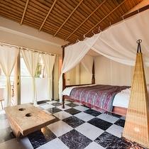 *〔白夜〕アランアラン風の天井、天蓋つきのベッドはまるでバリのリゾートのような雰囲気。