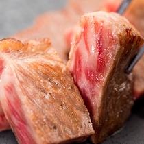 """*〔ご夕食一例〕ジューシーなステーキを。口の中に入れると""""じゅわっ""""と広がる肉の旨みをお楽しみくださ"""