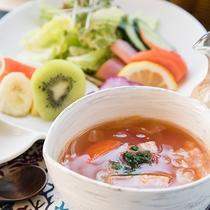 *〔朝食一例〕自慢の具沢山スープをご用意。朝の体にほっとするスープです。