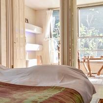 *〔早蕨〕明るく爽やかな彩の早蕨(さわらび)のお部屋は2階にございます。