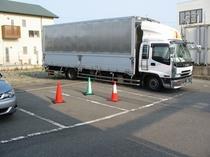 駐車場トラック