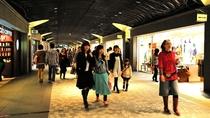 【天神地下街】写真提供:福岡市