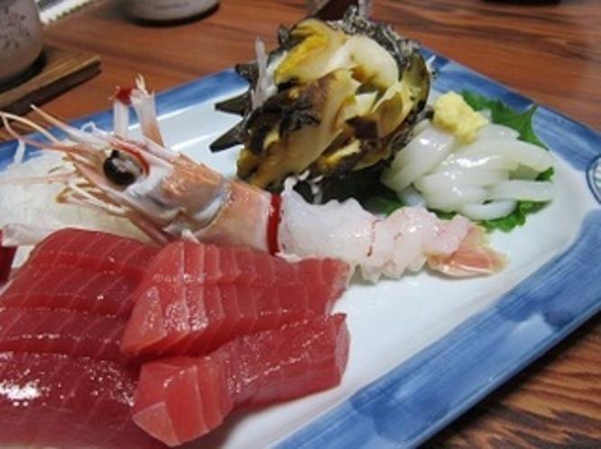 【別注のお料理】 サザエ、手長海老、マグロのお刺身 ※こちらのお料理はプランには付いておりません。