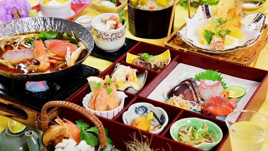 秋の実りを少量多彩に取り入れた宝箱に旬の海の幸の鍋物、天ぷら、香り豊かな土瓶蒸し、栗ご飯まで旬を満喫