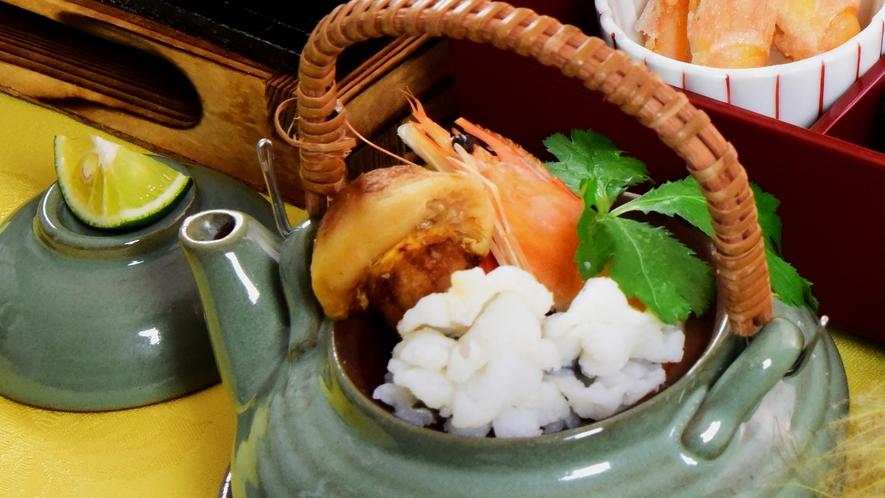 味と香りを楽しむ鱧と松茸の土瓶蒸しは秋を代表するごちそうです。