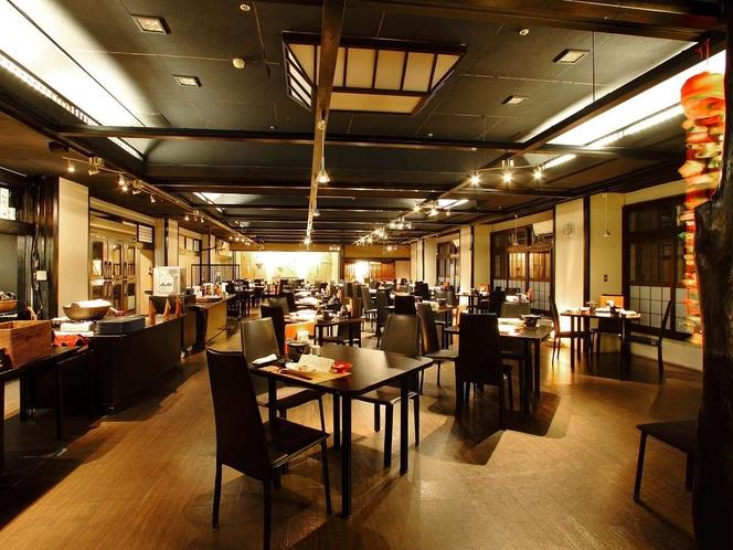 当館のメインの和風ダイニング「鶴城」。鶴ヶ城をイメージしたシックな空間で郷土料理を♪