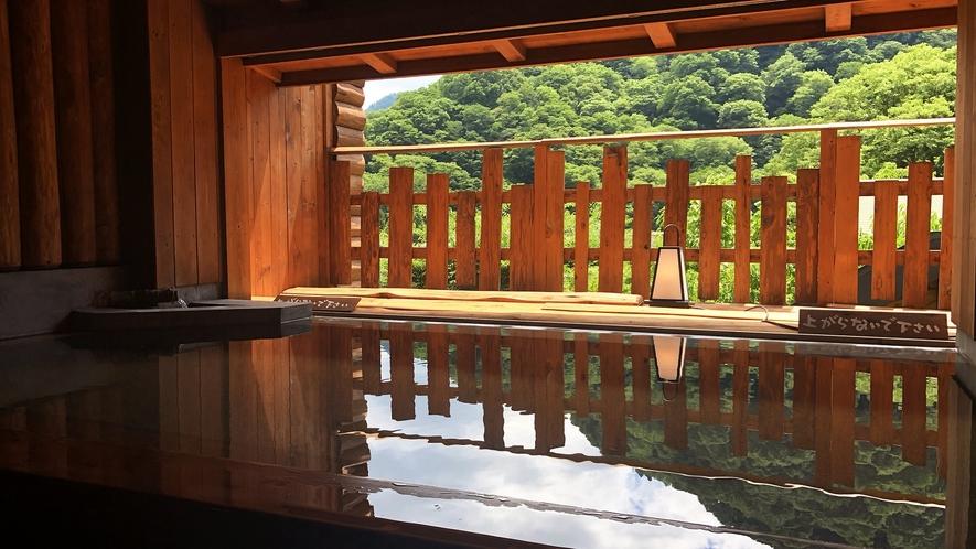 *ふもと湯は温泉街の景色を眺めながらゆったりと浸かれます