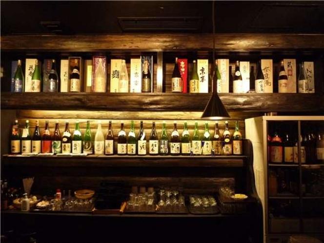 ダイニングでは常時30種類以上の会津の地酒を取り揃えております。