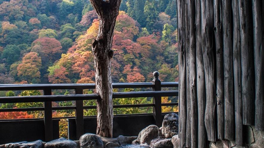 *展望露天風呂からの眺め 秋の頃の紅葉