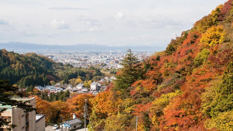 *展望露天風呂からの眺め 秋の頃紅葉