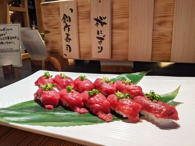 *夕食ビュッフェの桜握り/お醬油に辛しにんにく味噌をとかして~