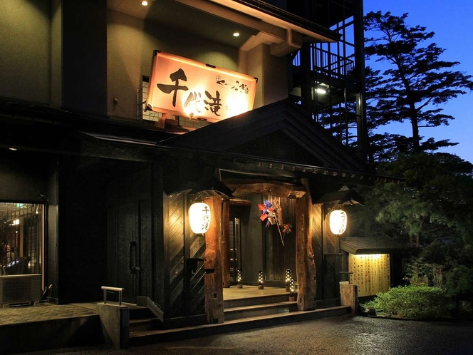 外観 100年古民家から取り出された立派な梁を使用して作られました。当館で会津をご堪能くださいませ
