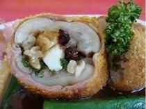 【美食同源御膳/豚足のフルーツはさみ揚げ】一例