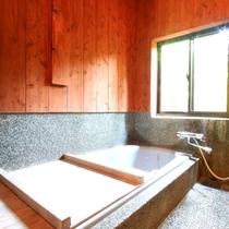 各お部屋に内風呂がついています。阿蘇の天然水100%のお湯なので温泉にも引けをとらない肌触り。