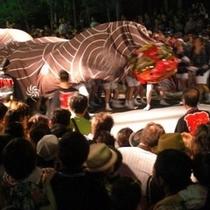 夏祭り/戸倉上山田温泉を「勇み獅子」が練り歩きます。