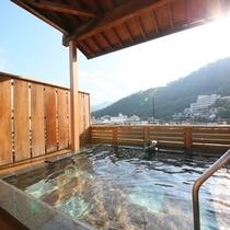 当館のお湯は、源泉かけ流しの単純硫黄泉。すべすべの色白肌になると評判です。