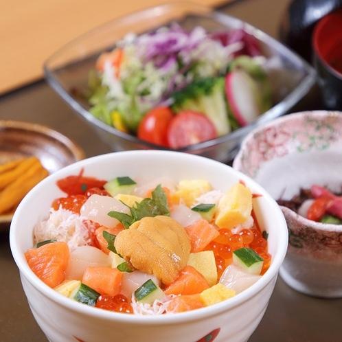朝市朝食提携店 うにむらかみ函館店 ミニ海鮮丼セット