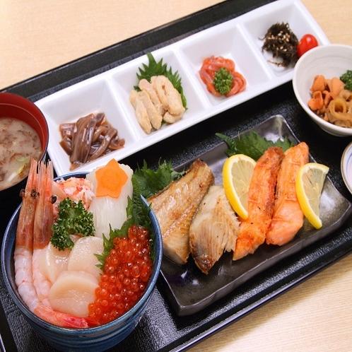 朝市朝食提携店 海鮮味処すずや食堂 市場の海鮮五色丼