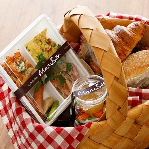 洋朝食はお部屋にお届け致します。お部屋でごゆっくりお召し上がりくださいませ。