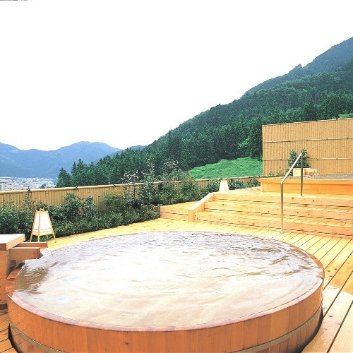 【温泉】花見月の湯 総檜の丸風呂