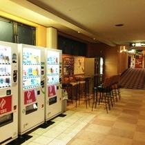 【その他】大浴場前 自動販売機コーナー アルコールも♪