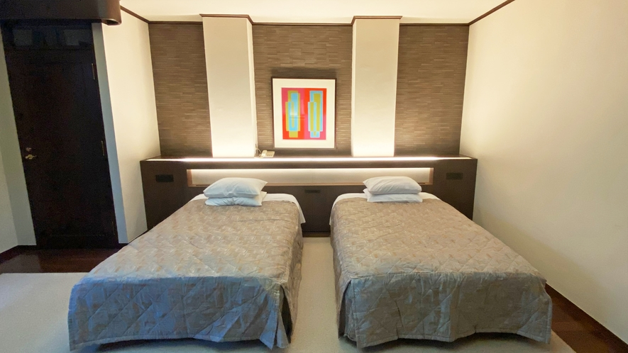 【部屋】メゾネットスイートセレネ(ジェットバス)04 寝室