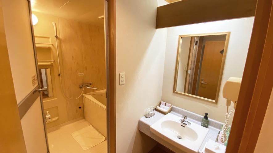 【部屋】8F32畳大部屋04 ユニットバス、洗面所