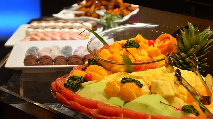 【食事】バイキング フルーツ、和菓子