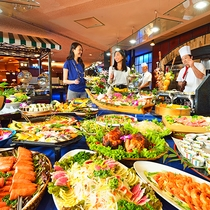 【食事】和食・洋食・中華、50種以上の食べ放題バイキング!オープンキッチン料理やデザートも充実!飲み