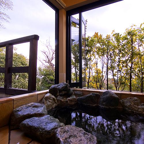 客室露天風呂 岩風呂