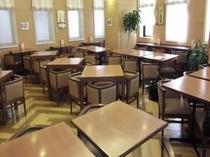 ◆レストランホール◆和洋バイキングの朝食はこちらでどうぞ。ご宿泊のお客様は無料サービスです!