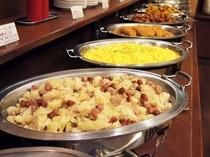 朝食バイキングメイン会場-本館◆バイキング料理提供ライン-③(日替わり)