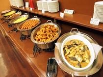 朝食バイキングメイン会場-本館◆バイキング料理提供ライン-⑤(日替わり)