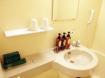 客室内の洗面台◆アメニティ、ボディソープ・シャンプー・コンディショナー完備