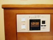 ベッド枕元の時計&照明ボタン◆
