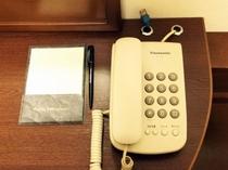 客室デスクの電話とメモ帳◆