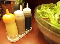 朝食バイキングメイン会場-本館◆ドレッシングとサラダ