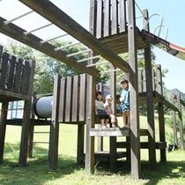 ちびっ子広場(木の滑り台)