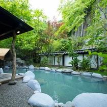 新緑の観音露天風呂