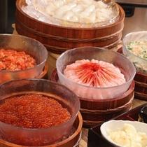 ◆【朝食】新鮮な海鮮をご自由に盛り付けて是非ともオリジナルの海鮮丼をお召し上がり下さいませ♪