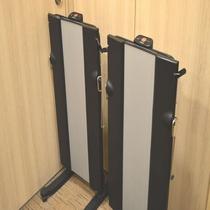 ◆【館内施設】『ズボンプレッサー』各客室階エレベータ前に設置しております。
