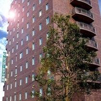 【外観】 11階建て、茶色のレンガが目印です