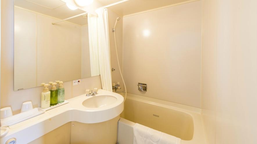 【お部屋】一日のおくつろぎの時間。バスルームは清潔感を常に心がけています。