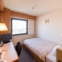 【お部屋】セミダブル広いベッドで快適~♪