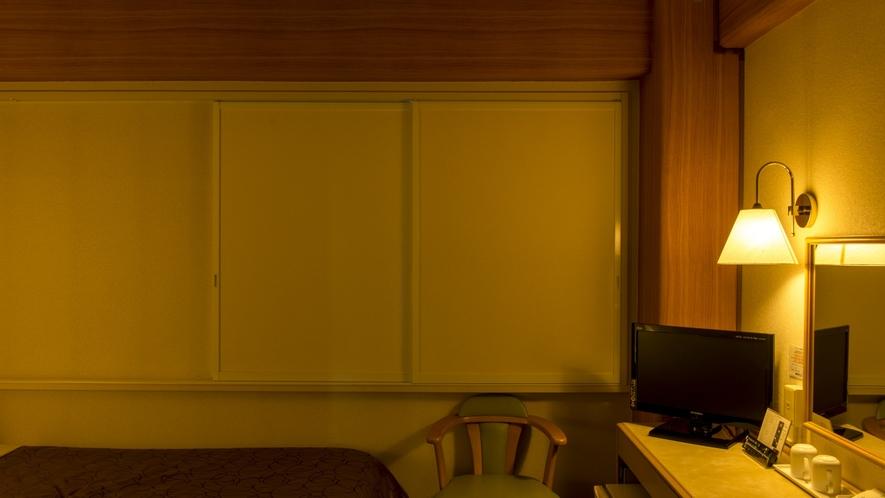 【お部屋】断熱・遮光・防音性に優れた《ふすま戸》でお客様の快眠をご協力。