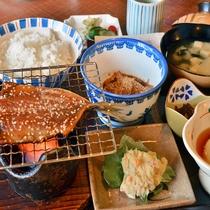 金丸名物鯛茶漬け、干物など朝から呼子を味わえる和定食になります。